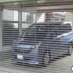 【※あなたはどう思いますか?】『自宅のガレージに無断駐車した車が・・・!』シャッターの鍵掛け一ヶ月閉じ込めた結果・・・