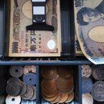 【※あなたならどうしますか?】娘に1万円を渡してお釣り800円持ってきた。店員に私「えっ!?お前盗っただろ!?」店員が渋々自分の財布から1万円札を渡してきたが・・・