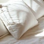 【※ゾッとする話】デパートで買った枕があまりにも熟睡出来た。どこか違和感を感じた私はハサミで中身を確認すると・・・